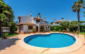 Villas and houses with pools by the sea for sale in Costa Blanca. Charming villa 250 meters from the beach in Cabo Roig, Alicante, Spain