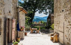 Property for sale in Marche. A 7 bedroom restored farmhouse and guest cottage next to the Sibillini National Park not far from the Umbrian border