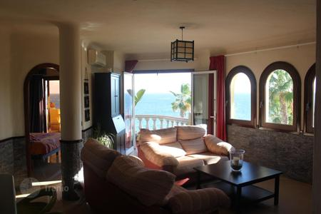 2 bedroom apartments for sale in Canary Islands. Beautiful apartment at the Seafront