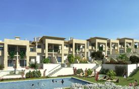 Houses with pools for sale in Faro. New townhouse in a gated complex with a pool, Albufeira, Portugal