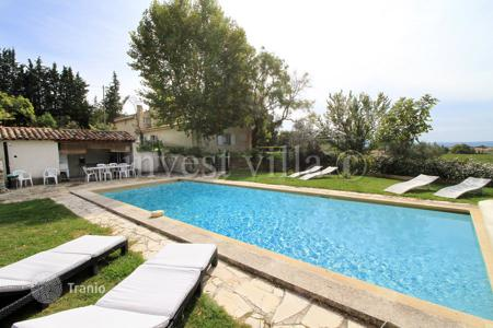 Villas and houses to rent in Saint-Rémy-de-Provence. Villa – Saint-Rémy-de-Provence, Bouches-du-Rhône, Provence - Alpes - Cote d'Azur,  France
