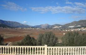 Houses for sale in Jalón. Villa of 4 bedrooms on a large plot with private pool in Jalón/ Xaló
