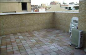 Townhouses for sale in Badalona. For sale house in perfect conditions, with a terrace and barbecue area. Only at 2 streets to a beach.