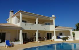 Houses with pools for sale in Faro. 3 bedroom villa with 2 bedroom guest annex and pool, between Lagos and Luz, West Algarve