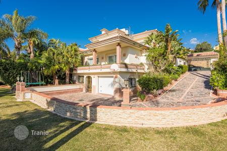Houses for sale in Estepona. Beautiful Villa in el Paraiso Medio