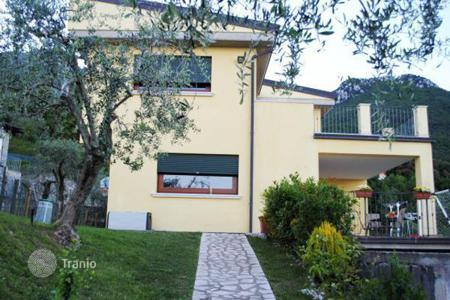 3 bedroom houses for sale in Lake Garda. Villa – Toscolano Maderno, Lombardy, Italy