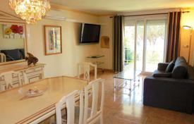 Property for sale in Canyelles. Comfortable apartment with a terrace and sea views, near the beach, Canyelles, Spain