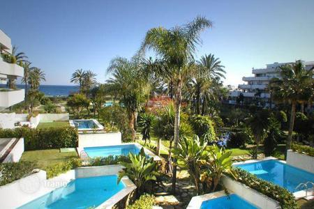 Luxury 2 bedroom apartments for sale in South East Spain. Apartment for sale in Los Granados, Marbella — Puerto Banus