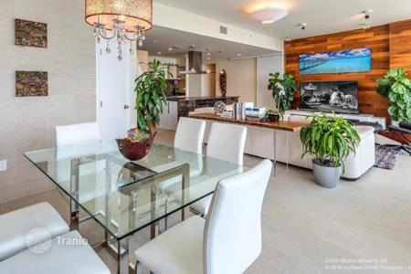 4 bedroom apartments for sale in North America. Apartment with west and east facing windows and a view of the bay, the ocean and the city, Miami, Florida