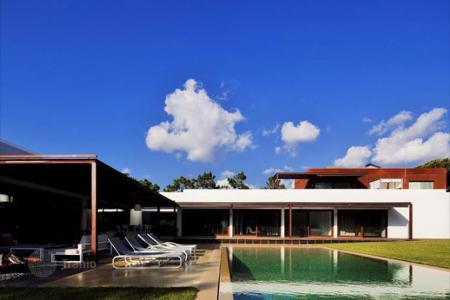 5 bedroom houses for sale in Cascais. Villa with ultra-modern design in the center of Cascais, close to the golf course