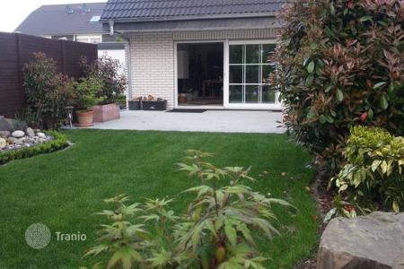 4 bedroom houses for sale in Germany. Elegant and spacious house in Cologne with a double garage
