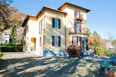 Houses for sale in Lake Como. Luxury villa near Lake Como, Civenna, Italy