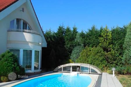Property for sale in Jindrichuv Hradec. Comfortable villa with pool, garage and garden in Třeboň, Czech Republic
