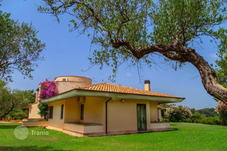3 bedroom houses by the sea for sale in Italy. Villa – Francavilla al Mare, Abruzzo, Italy