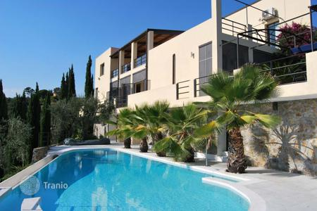 Luxury houses with pools for sale in Liguria. Luxury villa with pool in Imperia, Italy