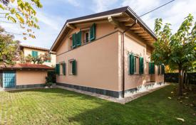 Coastal houses for sale in Tuscany. Villa – Marina di Pietrasanta, Tuscany, Italy