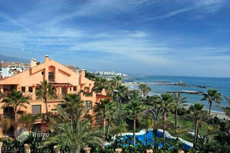 Luxury 2 bedroom apartments for sale in Spain. Beachfront garden apartment in exclusive location