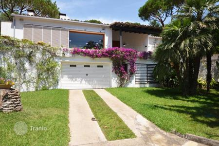 Coastal residential for sale in Sant Pol de Mar. Villa – Sant Pol de Mar, Catalonia, Spain