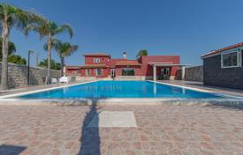 Villa with a guest house, a summer kitchen, a gym, a garden, a swimming pool, a garage, in Ragusa, Sicily, Italy for 550,000 €