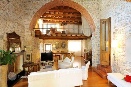 Luxury 5 bedroom houses for sale in Liguria. Historic villa with a lounge, a terrace and a large park, close to the sea, Albenga, Italy