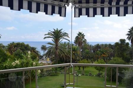 3 bedroom apartments by the sea for sale in Italy. Luxury apartment in San Remo
