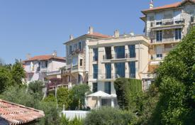 Residential for sale in Le Cannet. Spacious mansion with a terrace, sea views, a pool and a garage, in a prestigious area, Le Cannet, France