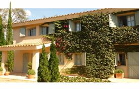 Luxury 4 bedroom houses for sale in Costa del Maresme. Family house for sale in Llavaneres