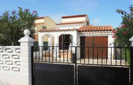2 bedroom houses for sale in Costa Brava. Cozy house with a small plot and a garage, Empuriabrava, Costa Brava, Spain