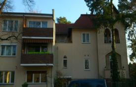 2 bedroom apartments for sale in Berlin. Two-bedroom apartment with a balcony in Berlin, an elite district Schmargendorf