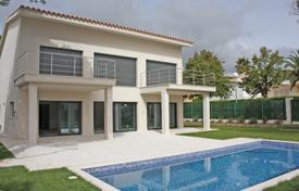 4 bedroom houses by the sea for sale in S'Agaró. New villa with a pool and a garden, 900 meters from the beach, S'Agaro, Spain