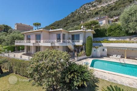 Luxury property for sale in Beaulieu-sur-Mer. Beaulieu-sur-Mer — Magnificent villa for renovation