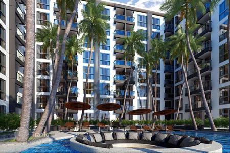 Cheap residential for sale in Southeast Asia. New apartment in the center of Pattaya, Thailand. Full-service residential complex with a large swimming pool, a restaurant and a spa