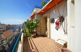 1 bedroom apartments for sale in Nice. At 50 m from Promenade des Anglais, 64 m² 2 room apartment with terrace south facing