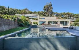 Luxury 5 bedroom houses for sale in Catalonia. Two-storey villa with a pool, a garden and a terrace, on the first line of the sea, in the popular Begur area, Spain