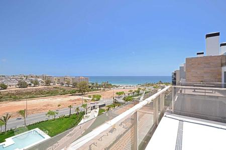 Coastal apartments for sale in Mil Palmeras. Penthouse with views 50 metres from the beach in Mil Palmeras