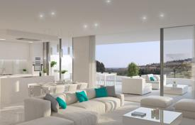 New homes for sale in Costa del Sol. Premium-class apartment with a large terrace and a parking, in a luxurious residence with a pool, Atalaya Alta, Costa del Sol