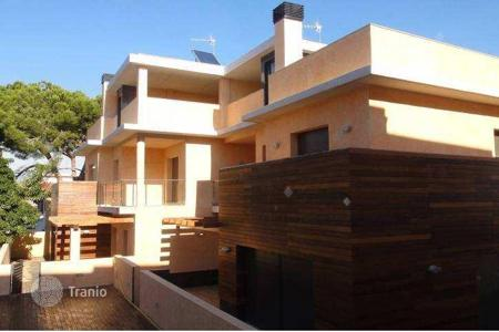 Houses with pools by the sea for sale in Costa Dorada. Villa – Torredembarra, Catalonia, Spain