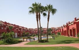Townhouses for sale in Andalusia. Spacious east facing 4 bedroom townhouse in the complex of Villas de Paniagua with communal gardens and pools
