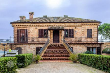 Property for sale in Marche. Villa in Le Marche with the possibility of commercial use