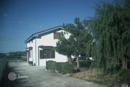 Property for sale in Abruzzo. Detached house on two floors with garden