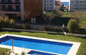 Residential for sale in Costa Dorada. Fully furnished apartment with sea views in a modern complex with pool, 300 meters from the beach, Cambrils, Costa Dorada