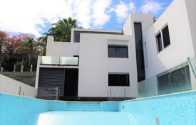Property for sale in Madeira. Modern four-bedroom house in São Martinho, close to the centre of Funchal