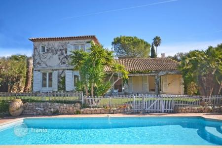 5 bedroom houses for sale in Côte d'Azur (French Riviera). Villa – Antibes, Côte d'Azur (French Riviera), France