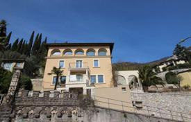 Luxury 4 bedroom houses for sale in Gargnano. Historic villa with renovation project, in Gargnano, Italy
