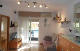 Cheap 3 bedroom apartments for sale in Barcelona. Flat with balcony 15 minutes from the beach