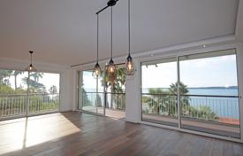 3 bedroom apartments by the sea for sale in Cannes. Three-bedroom apartment in two-minute walk from the beach, Cannes, France