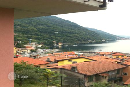 Cheap apartments for sale in Lombardy. Apartment in downtown Argento with a unique view of Lake Como