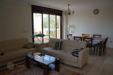 Property for sale in Ojen. Apartment with a terrace, a garden and a view of the mountains and the sea, Ojen, Malaga, Spain