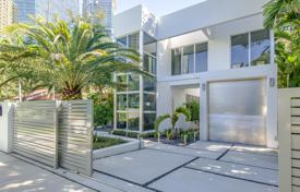 5 bedroom houses for sale in North America. New villa with a pool, a garden and a garage in Miami, Florida