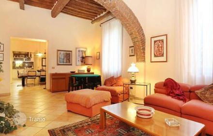 How much is the apartment in Lucca
